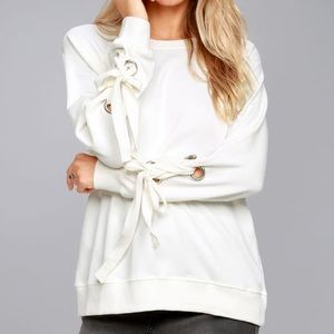 TREND ZONE WHITE GROMMET SLEEVE SWEATER